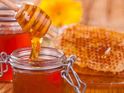 ۱۲ خاصیت فوقالعادهی عسل طبیعی